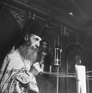 иезуит Джон Райдер (1900-1979) служит по восточному обряду в униатской Свято-Андреевской церкви в Англии