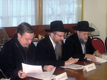 На заседании Межрелигиозного совета России с Берлом Лазаром и президентом ФЕОР Александром Бородой (17 декабря 2010 г.)