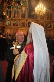 Католический епископ приветствует Патриарха в православном храме Рождества Пресвятой Богородицы