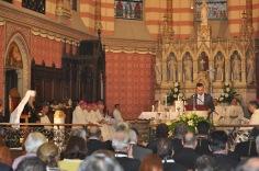Патриарх в алтаре католического собора