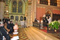 Патриарх Ириней проповедует в католическом соборе
