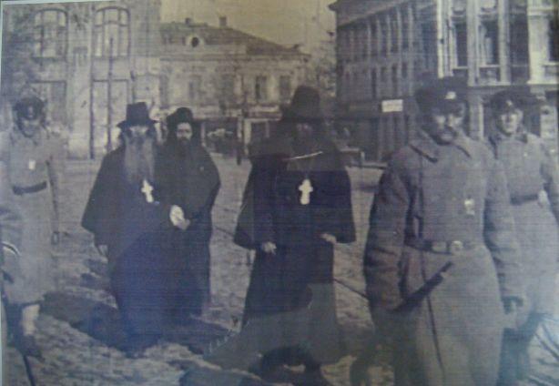 Кадр кинохроники. Арестованные священнослужители на Греческой площади. Весна 1920 года. Экспонат музея Христианская Одесса