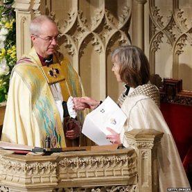 """""""Архидиаконисса"""" Шейла Уотсон возводит Уэлби на трон архиепископа Кентерберийского"""
