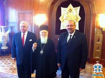 Патриарх Варфоломей и глава греческого отделения ордена тамплиеров Павел Цолакян (справа)
