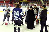 Хоккейный матч между командами епархий