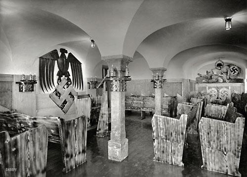 Строго нордическое «убранство» нацистской «часовни». Партийный дом НСДАП в Верхней Баварии, 1938 г.