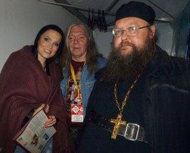 «Рок над Волгой». 2011 г. С певицей Тарьей Турунен и неизвестным