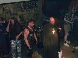 2009 г. В клубе Tabula rasa с группой «Белый шаман». На этом концерте о. Сергий (Рыбко) пообещал привести Патриарха Кирилла в гости к рокерам и металлистам.