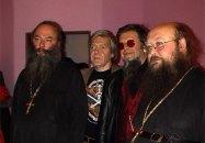 сл. направо - о. Алексий Волосенко, неизвестный, Борис Гребенщиков, о. Сергий (Рыбко). 2009 г.