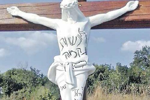 Оскверненный крест в Умани
