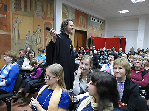 Священник Александр Овчинников рассказал о творчестве Пушкина и Цоя.  Священник Александр Овчинников рассказал о творчестве Пушкина и Цоя.