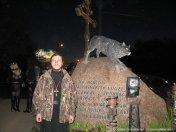 """О. Димитрий (Першин) у входа в байк-центр """"Ночных волков""""."""
