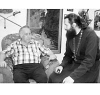 В.П. Крапивин и о. Димитрий Струев