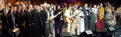 6 марта 2010 г. Архиерейский хор Белгородской Православной Духовной семинарии (с миссионерской направленностью) исполненяет песню Стаса Намина «Свет и радость» вместе с ламаистами, магометанами, кришнаитами и иудаистами.