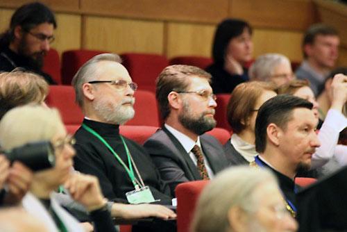 В зале конференции были замечены о. Георгий Кочетков и Дм. Гасак.