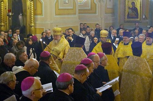 Православно-католическая вечерня. Возглавил богослужение митр. Варшавский и всей Польши Савва.