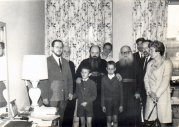Митр. Никодим (Ротов) у архиеп. Василия (Кривошеина). 6-летний Ив Пекштадт и его старший брат Бернар перед митр. Никодимом. Брюссель, 1968.