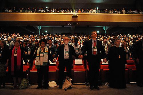 Пусан 2013. В первом ряду справа — митр. Геннадий Сассимский.(Константинопольский Патриархат).