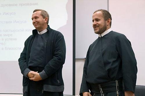 Ксендзы Хайдук (слева) и Легец