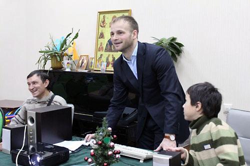 Евгений Клейменов в разгар игры с Евангелием.