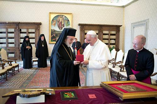 Митрополит Иоанн Пергамский и папа Франциск. Июнь 2013 г.