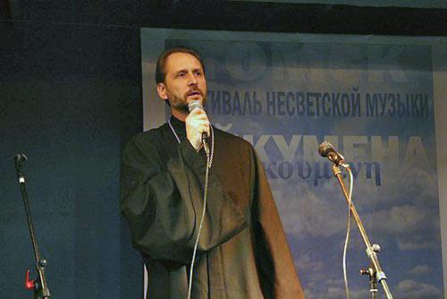 Отец Александр Печуркин на концерте «Ойкумена».