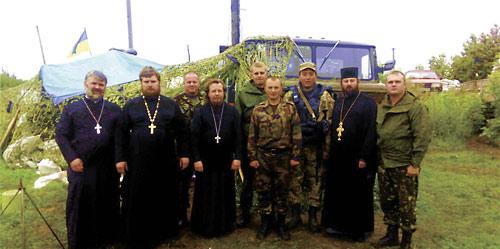 Представители Изюмской епархии встретились с укронацистами на Изюмском блокпосту.
