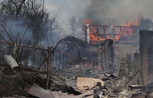 Удар украинской авиации по селу Старая Кондрашовка в Луганской области. 2 июля 2014 года. ИТАР-ТАСС/ Станислав Красильников