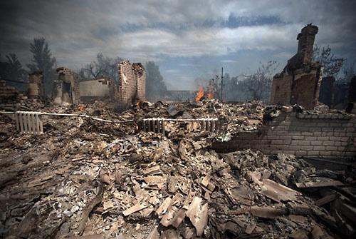 Пространство для переговоров. Село Кондрашовка, 2 июля. Фото: Станислав Красильников / ИТАР-ТАСС