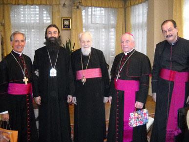 Митр. Николай (Корняну) с униатами и католиками в 2010 году.