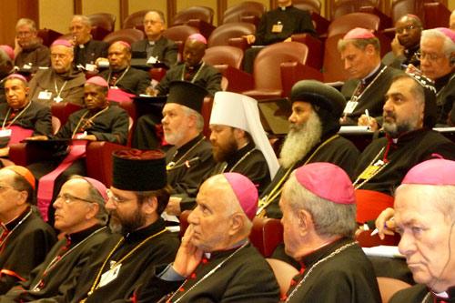 Митр. Иларион, митр. Афинагор. В ряду перед ними — Святослав Шевчук.