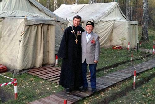 О. Виталий Беляев и мулла Харис Салихов.