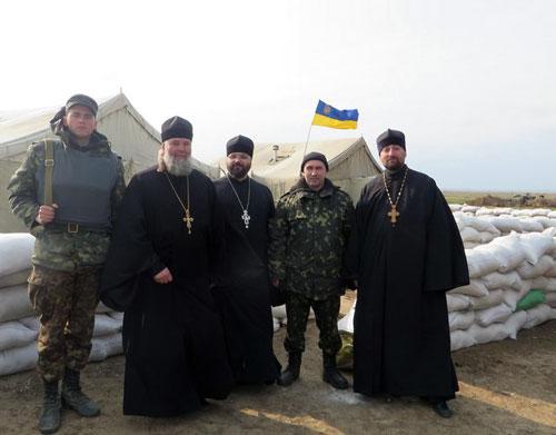 Лука (Винарчук) на украинском блок-посту.
